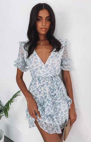 https://files.beginningboutique.com.au/Amelie+Dress+Blue+Floral.mp4