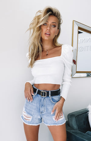 https://files.beginningboutique.com.au/20200323-Artie+Puff+Sleeve+Knit+Top+White-64.mp4