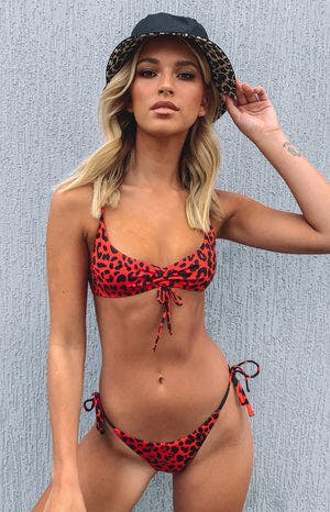 https://files.beginningboutique.com.au/Beyond+Her+Marisole+Bikini+Top+Red+Leopard.mp4