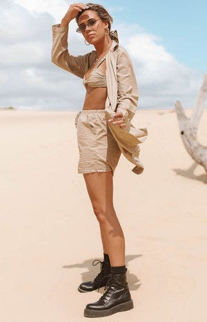 https://files.beginningboutique.com.au/Desert+Linen+Coat+Tan.mp4