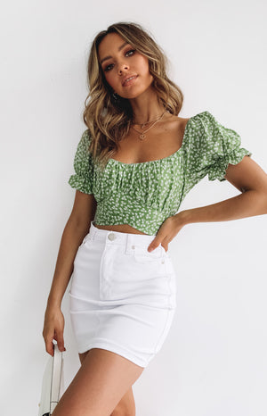 https://files.beginningboutique.com.au/20200113-Heritage+Wrap+Top+Green+Print+.mp4