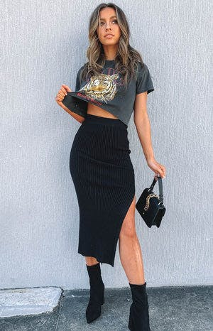 https://files.beginningboutique.com.au/Laurena+Knit+Midi+Skirt+Black.mp4