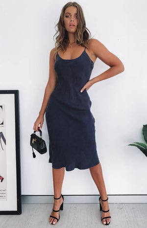 https://files.beginningboutique.com.au/Nude+Lucy+Classic+Slip+Dress+Midnight.mp4