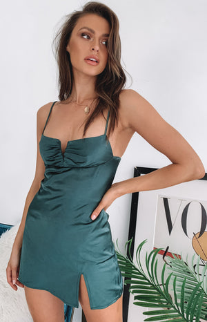 https://files.beginningboutique.com.au/Omi+Mini+Satin+Dress+Emerald.mp4