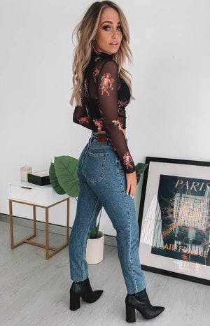 https://files.beginningboutique.com.au/Only+Emily+High+Waist+Straight+Raw+Jeans+Blue+.mp4