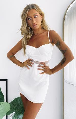 https://files.beginningboutique.com.au/ROSALEEN+SPRING+TIME+LACED+MINI+DRESS+WHITE.mp4