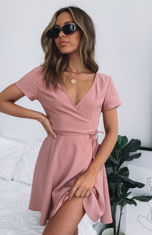 https://files.beginningboutique.com.au/Sacred+Wrap+Dress+Dusty+Rose.mp4