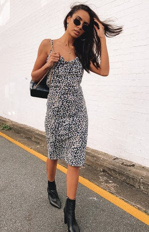 https://files.beginningboutique.com.au/Saunter+slip+dress+daisy+print+1.mp4