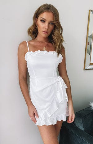 https://files.beginningboutique.com.au/Simple+Favour+Wrap+Dress+White.mp4
