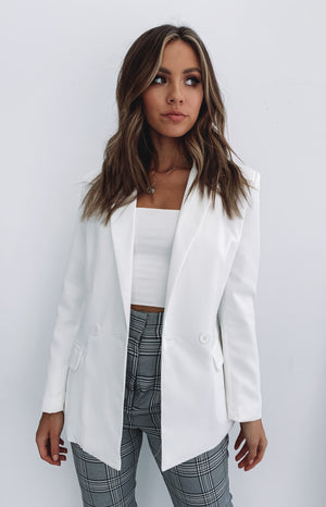 https://files.beginningboutique.com.au/Teenage+Dream+Blazer+White.mp4