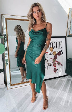 https://files.beginningboutique.com.au/Tove+Midi+Dress+Emerald+Satin.mp4