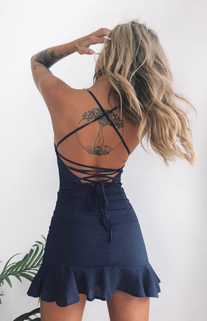 https://files.beginningboutique.com.au/Love+Lives+Dress+Navy1.mp4