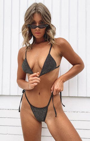 https://files.beginningboutique.com.au/Ibiza+Bikini+Top+And+Bottom+Black+And+Gold.mp4