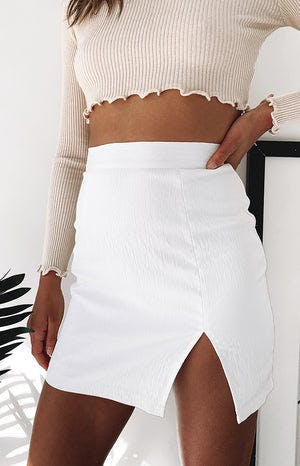 https://files.beginningboutique.com.au/sundream+mini+split+skirt+white+1.mp4